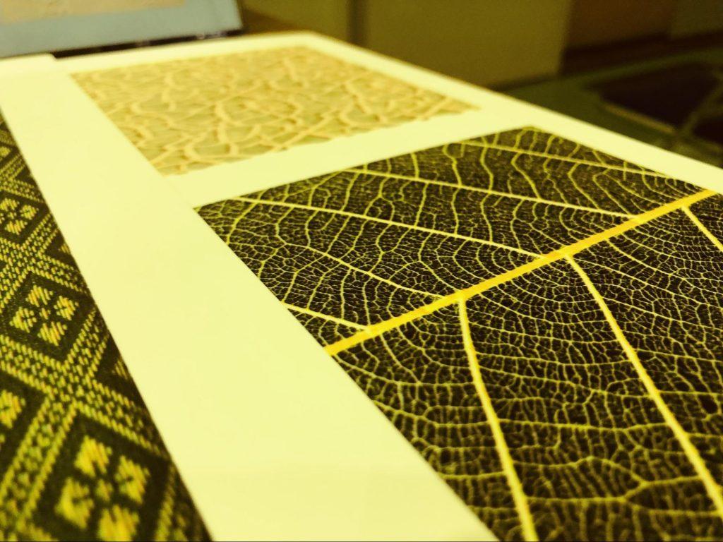 触って分かる素材が印刷された紙の画像