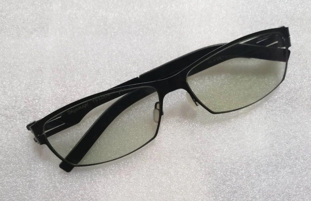 遮光調光が薄い状態の遮光眼鏡