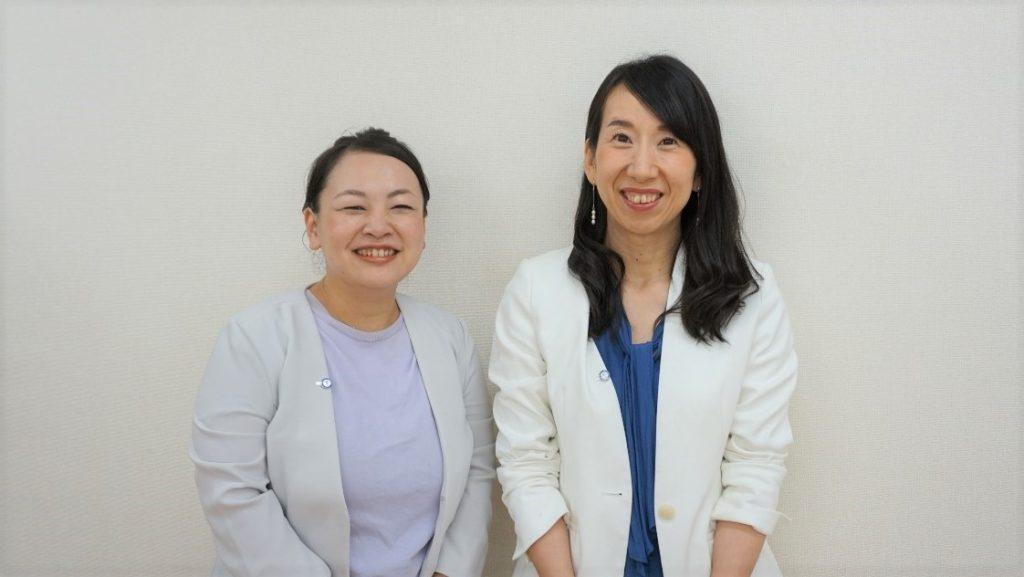 株式会社ファンケルの上坪理紗さん(左)と中川亜衣子さん(右)が並んで立っている画像。
