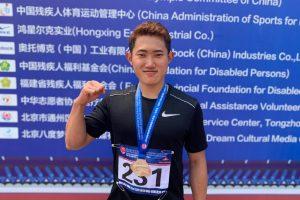 北京グランプリの表彰式後、若生くんが1人でガッツポーズしている画像