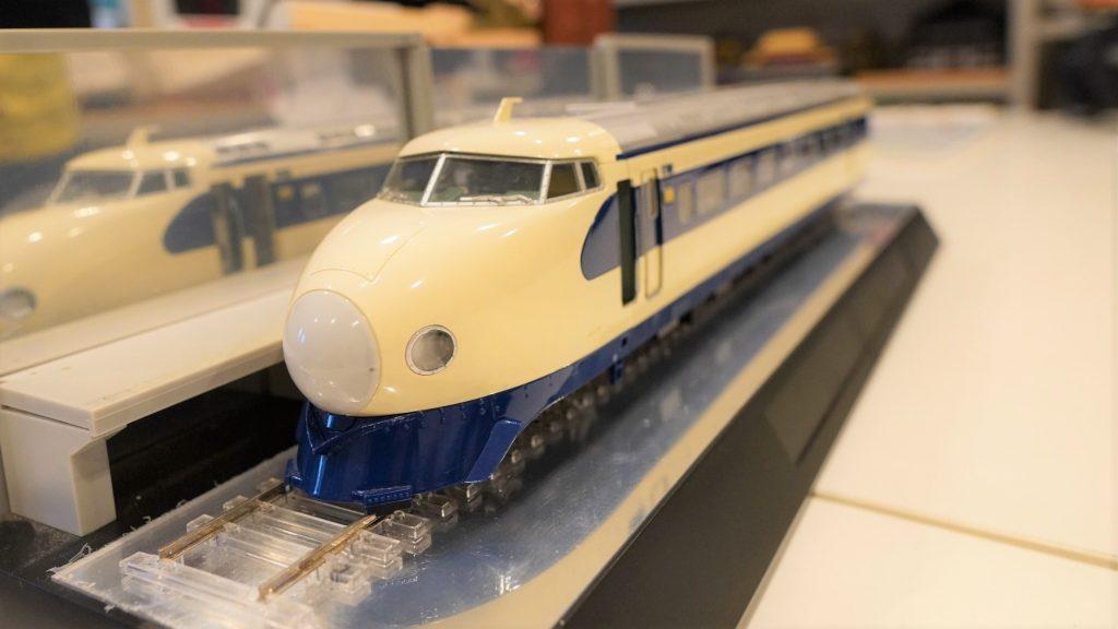 新幹線の模型全体を撮影した画像。