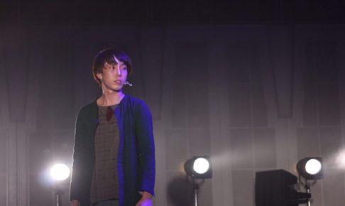 ミュージカルの舞台に立つ北原さんの画像。