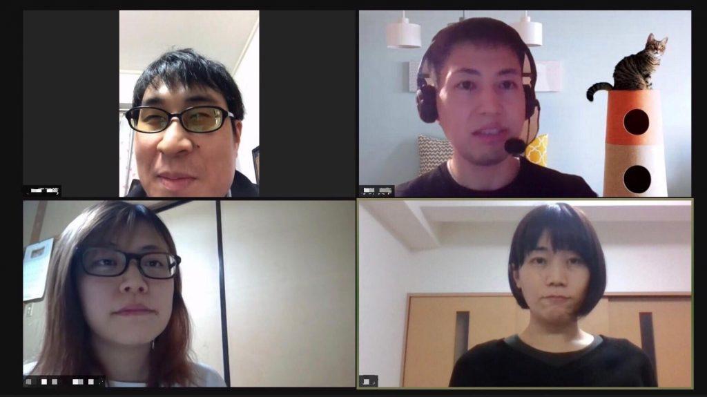 zoonのグループセッションで4名がお話している画像。