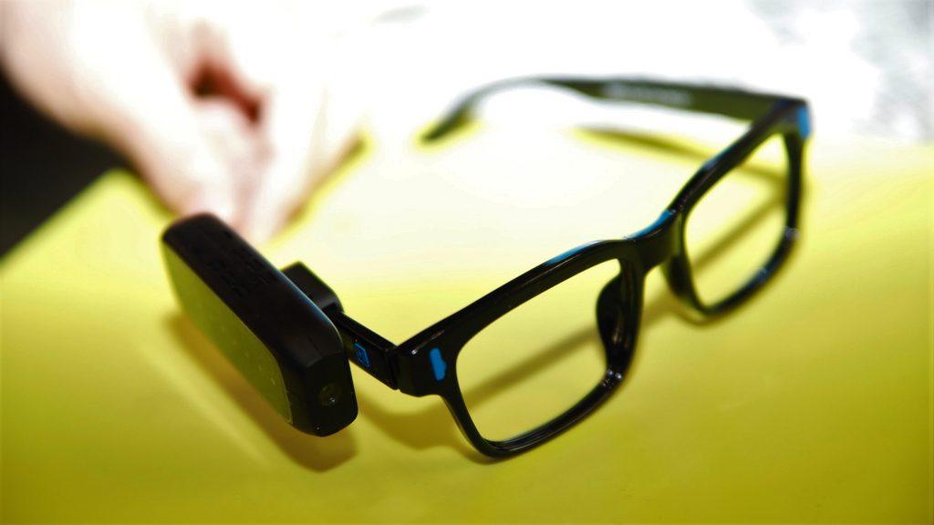 エンジェルアイスマートリーダーを取り付けたメガネの画像