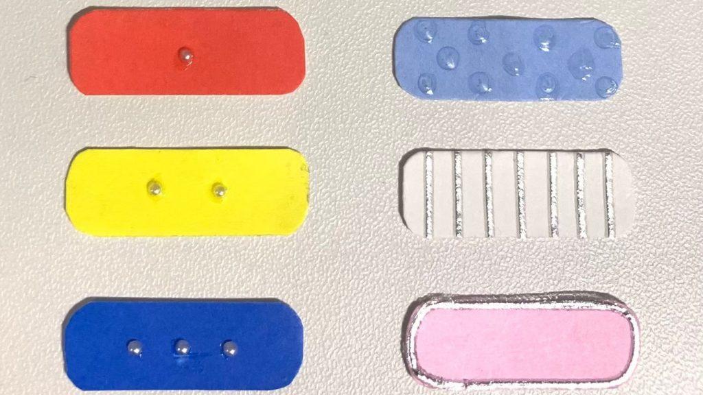 6種類のシールを並べて撮影した画像。